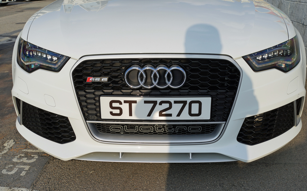 That's my shadow on the superb Audi RS 6 - love the grille!
