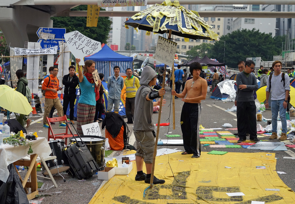 The protests attracted their fair share of loonies, none more so than these 2 characters shown above who appeared to be on something... the guy in the hoodie, well heaven help us if he is one of Hong Kong's future leaders and the kung fu guy without the shirt was to pudgy to be a Bruce Lee look a like and I was bemused to see a white lady (blue shirt) there to show her support.