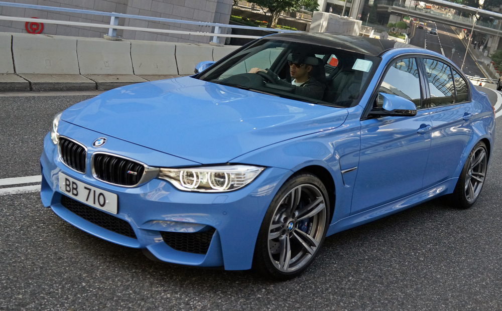 I always used to think Beamers were a little on the boring side but by golly have they corrected that, I am a huge, huge fan of their new pimped out models of the M3 and M5 series, they have these new and somewhat offbeat colours in blue, red and yellowy gold that are just lovely to look at.. brilliant