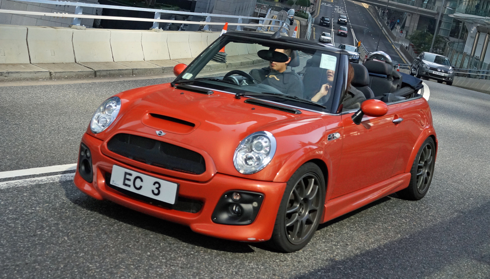 I am NOT a fan of the Mini, never have been but every now and then a pimped out version happens by.. not bad at all.