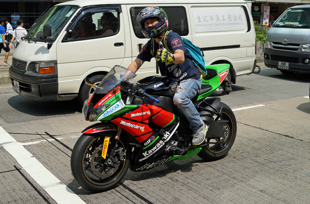 I have to say it is nice every now and then to see a young guy on a Kawasaki! the bike of choice in Hong Kong is a Ducati which is decidedly common... this guy obviously loved his bike and he spurted off at the speed of light when the traffic lights changed.. brilliant!