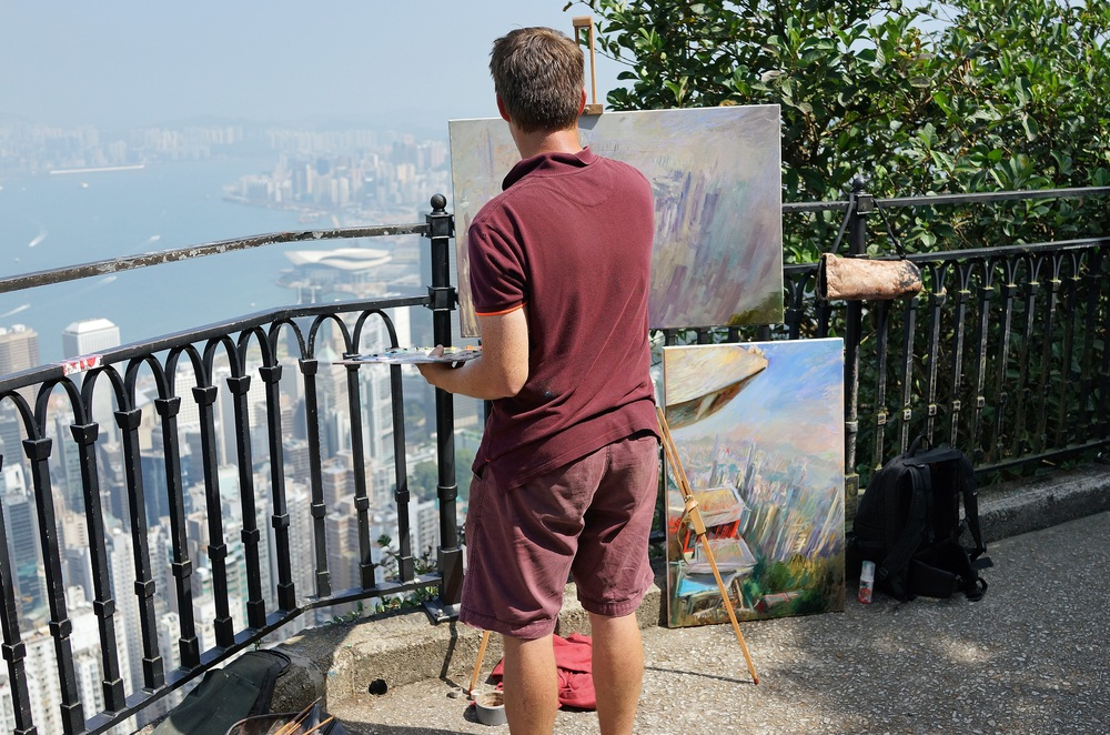 Meet Rob. Rob is quite the talent and a quite famous up and coming artist from Emgland, the 2 pictures he is working on are work in progress... he loved the views from my spot at the Peak! -