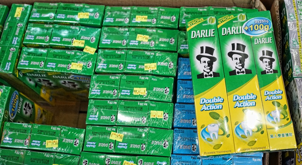 This is Darlie toothpaste, quite famous in Hong Kong as it used to be called Darkie toothpaste not so long ago! the Chinese translation basically still says Darkie toothpaste, amazing in this day and age!!