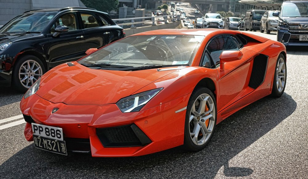 Lamborghini Aventador bogged down in traffic!!!