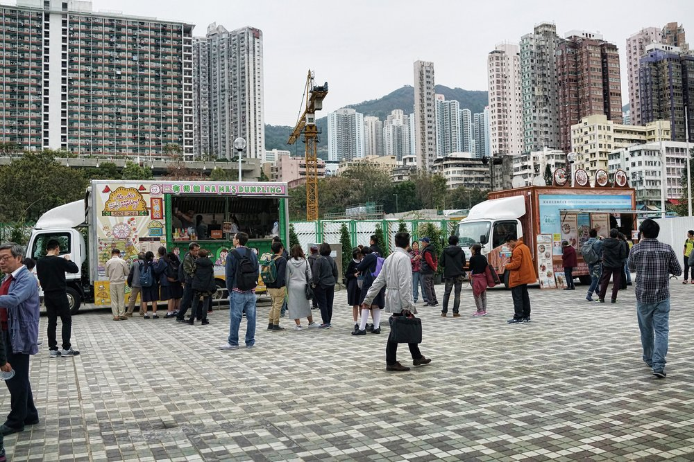 4 days later and not one but 2 trucks and no one was buying (this was mid afternoon) I was shocked as there were many thousands of people just 100 yards away, milling around the Sik Sik Yuen Wong Tai Sin Temple...  oh dear