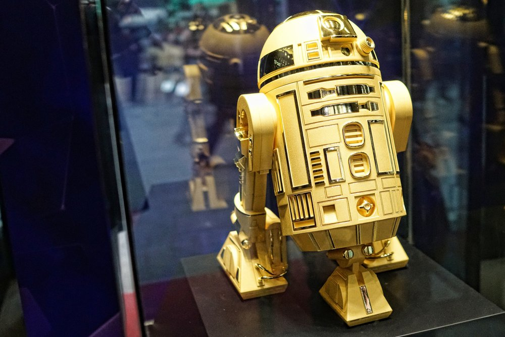 Amazing isn't it, a solid 24k gold R2 D2 in Chow Tai Fook in the I Square shopping mall in TST, I think it would look rather lovely in our living room.