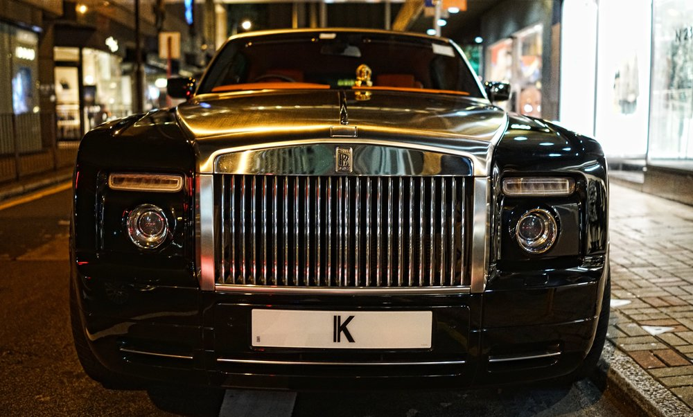 Hong Kong Night Tour -  At night you can run into some gorgeous high end cars parked on the streets like this awesome Rolls Royce with a very expensive and exclusive license plate.