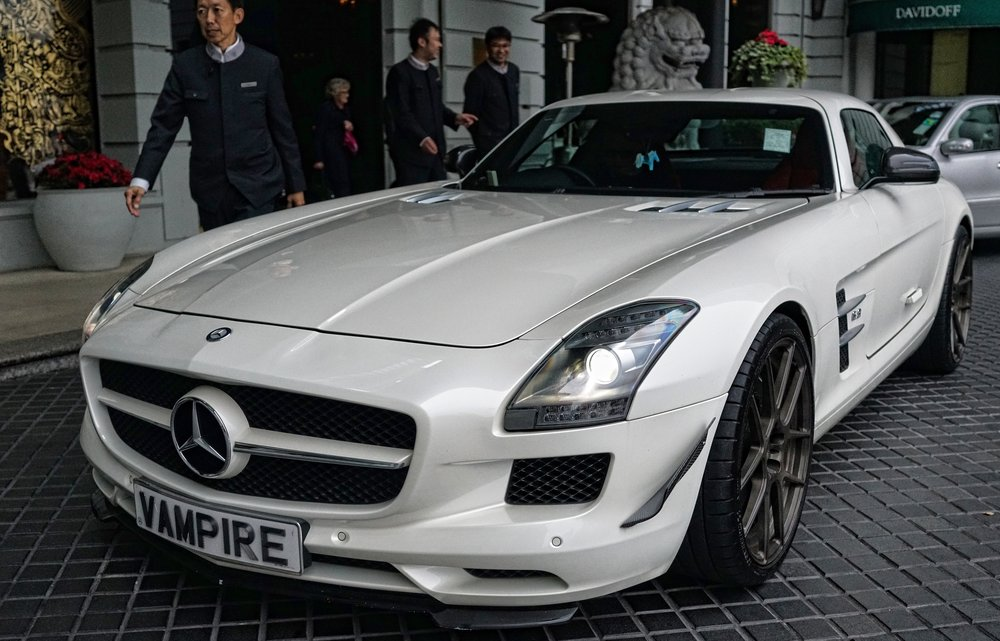 The Mercedes Benz SLS is a real classic, one of the most interesting super cars ever built and I really like it a lot and for me it has cult status because of the fabulous number plate VAMPIRE. Here it is having just arrived at the fabulous Peninsula Hotel.