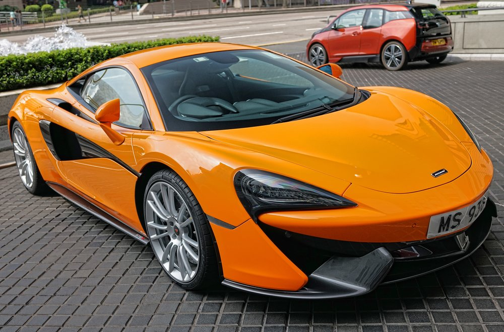 Once you have finished at the Chung King Mansions walk 2 minutes down Nathan Road and into the fabulous Peninsula Hotel... the hotel is a hot spot for fancy cars such as this awesome McLaren supercar.... oh lordy.....