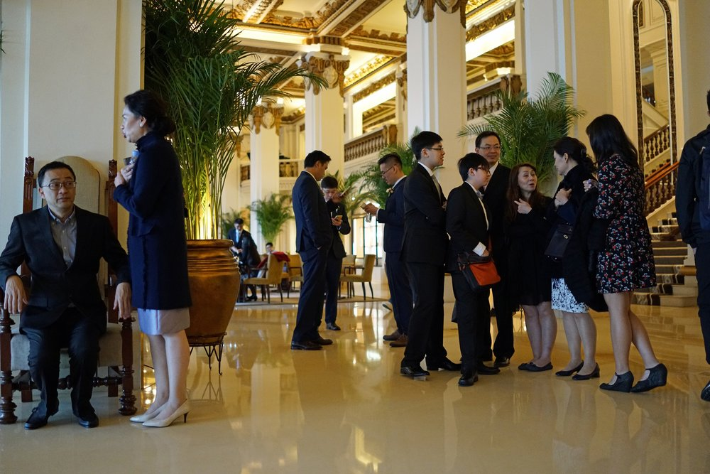 I visit the fabulous Peninsula Hotel in TST, Kowloon almost daily, it just has that certain something which most Hotels fine impossible to replicate, I love it.... and shown in the image are some scions of one of our rich and famous families.....they sounded very posh indeed with their Oxford University English.