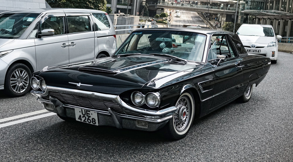A very classic Ford Thunderbird and a very rare sight on the roads in Hong Kong... in fact this is the first one I have ever seen! lovely, just lovely.