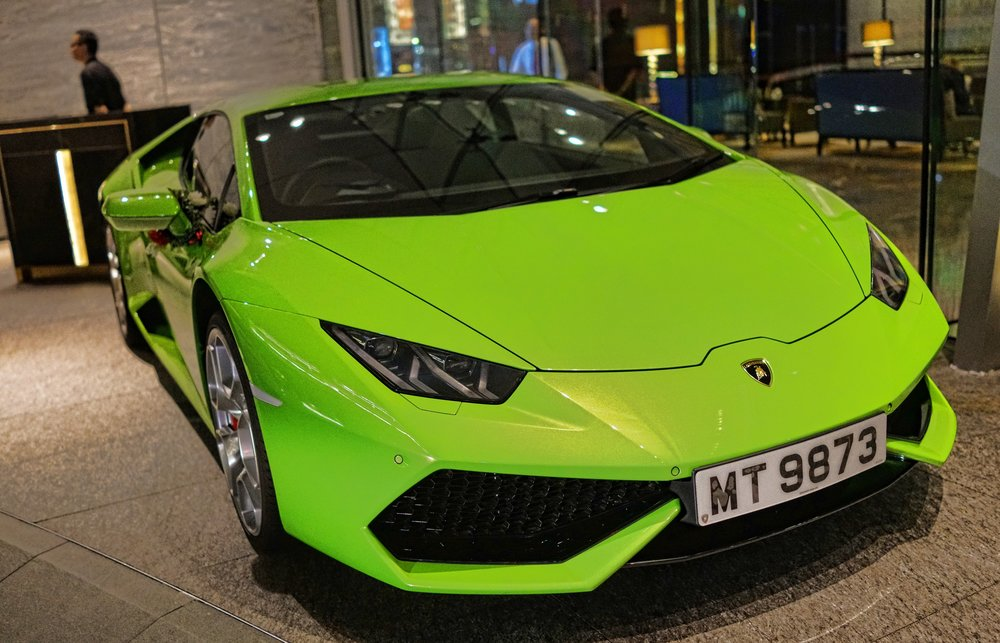 Oh my, stick that in your pipe and smoke it.... a stupendous lime green Lamborghini Huracan parked outside the awesome Ritz Carlton Hotel..... I was drooling for a while
