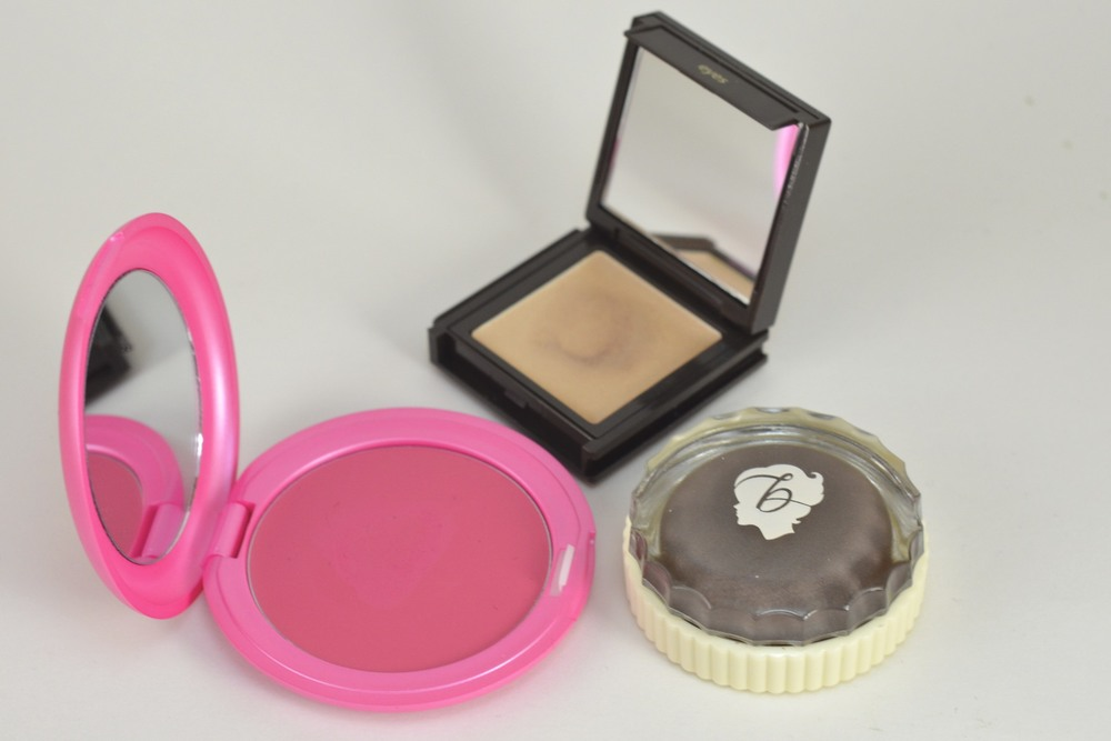 Stila Convertible Color Sweet Pea, Jouer Cream Eyeshadow Chiffon, Benefit Creaseless Cream Eyeshadow Holy Smokes