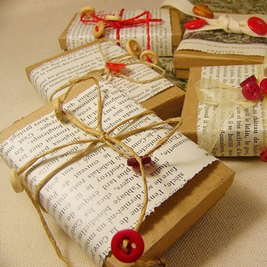 GIFT-WRAPPING-IDEAS_MODERN-GIFT-WRAPPING_CHRISTMAS-GIFT-WRAPPING_BELLE-MAISON-BLOG-10.jpg