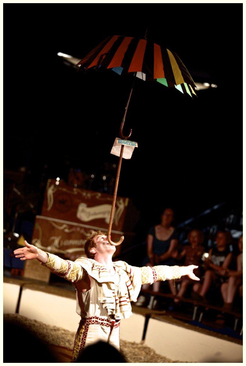 juggler at Giffords Circus