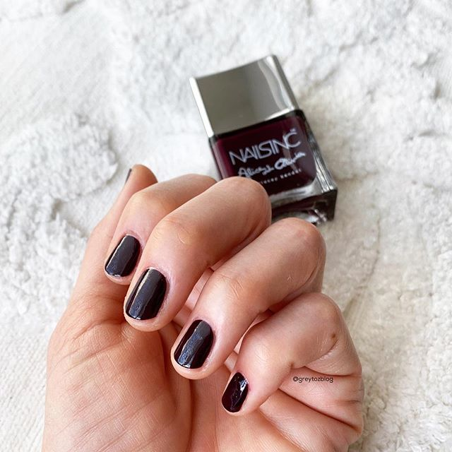 Painted my nails for the first time in forever...an oldie but goodie (& not available anymore sorry😭), NAILSINC x Alice and Olivia Midnight Merlot🥰 ⠀⠀⠀⠀⠀ 🚫💅🏼One of my goals this year was to not buy any polish unless it was a treatment, base or top coat - happy to report that so far I've been successful!!!! ⠀⠀⠀⠀⠀⠀⠀ EDIT: update - ok I went back through my posts and evidently I was wrong. I bought 2 polishes, but one doesn't count bc I returned it. So 1 polish in a whole year is still pretty good?!!!!!! Lol😀