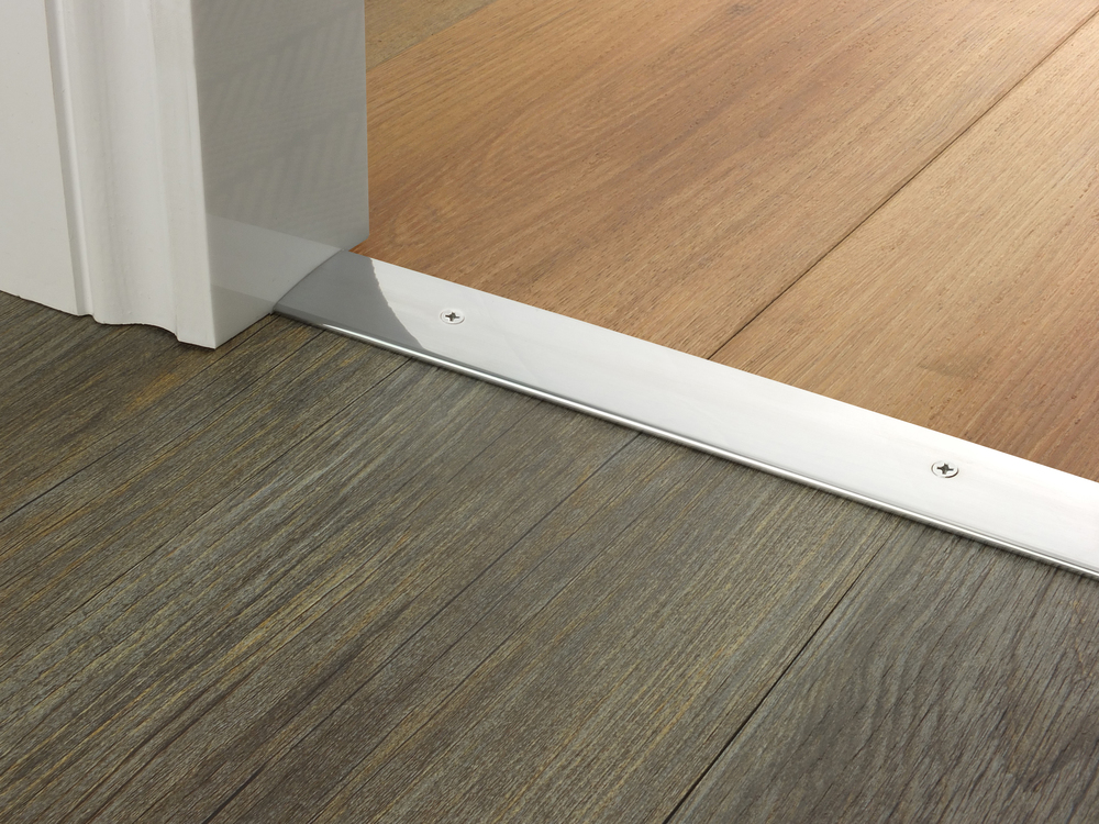door_bar_brushed_chrome_cover_hardfloor.jpg