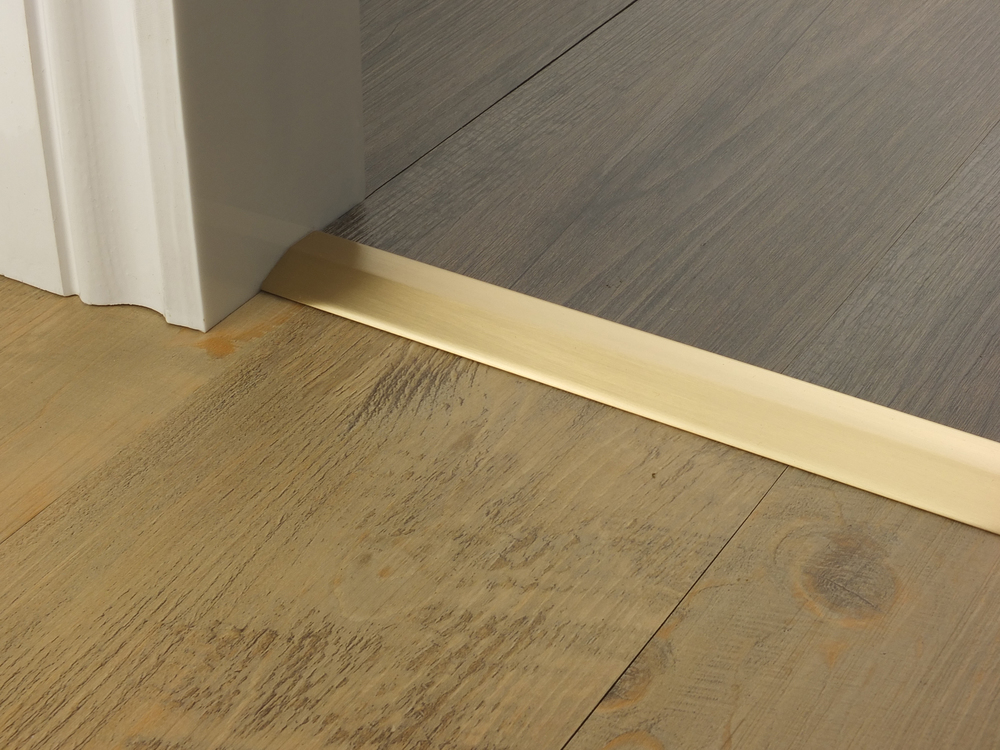 door_bar_satin_brass_two_way_ramp_5mm_lvt_lvt.jpg