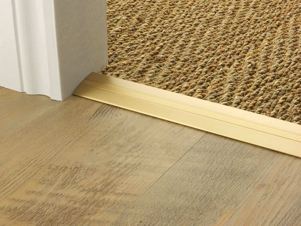 doorbar_satin_brass_posh38_seagrass_LVT.jpg