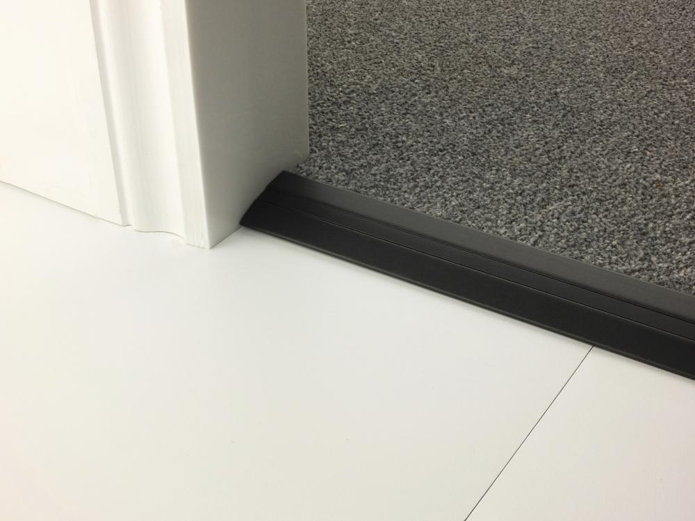stairrods-doorbar-black-posh38-lhf.jpg