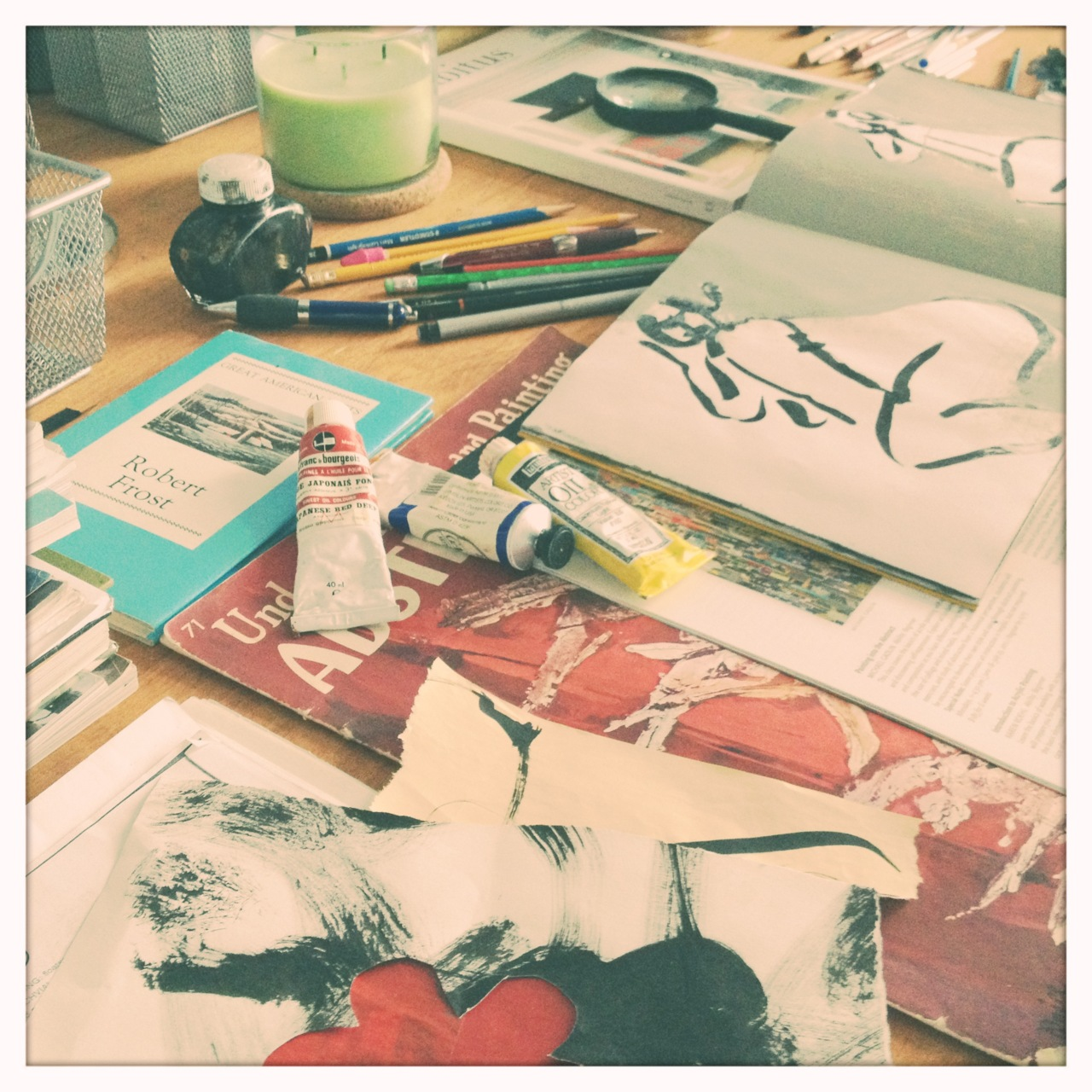 My worktable with the things that inspire me. There's something beautiful about chaos and order.  Adler 9009 Lens, Blanko Film, No Flash, Taken with  Hipstamatic