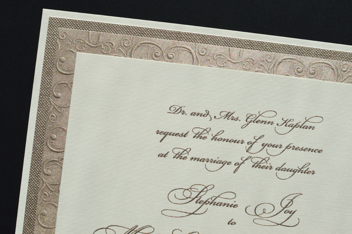 The papers used for this invitation are all you need to create the impression of classic elegance.
