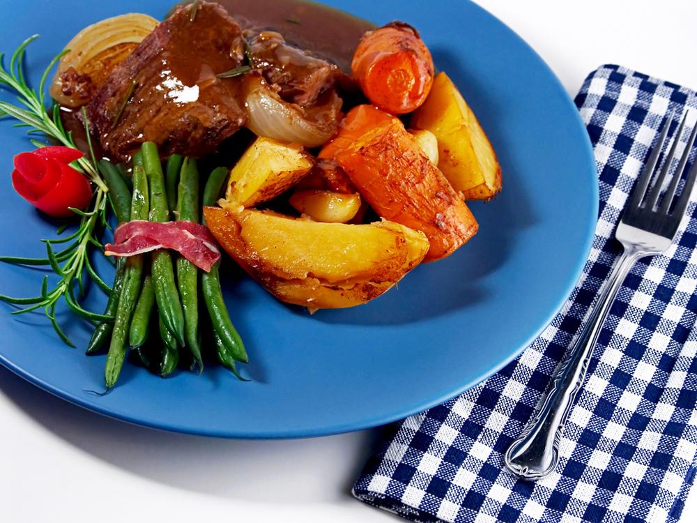 roast beef n fixins_7295528802_l.jpg