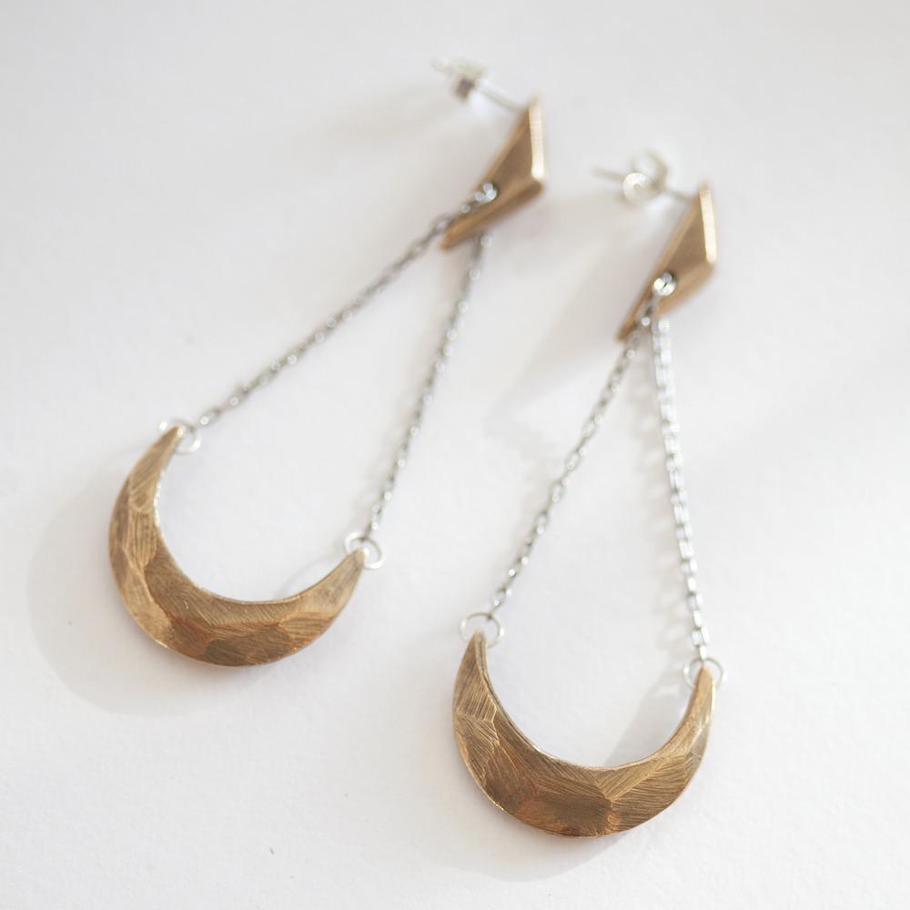 amano-carrierpigeon-bronze-cast-cresent-moon-earring-faceted-handmade-2.jpg
