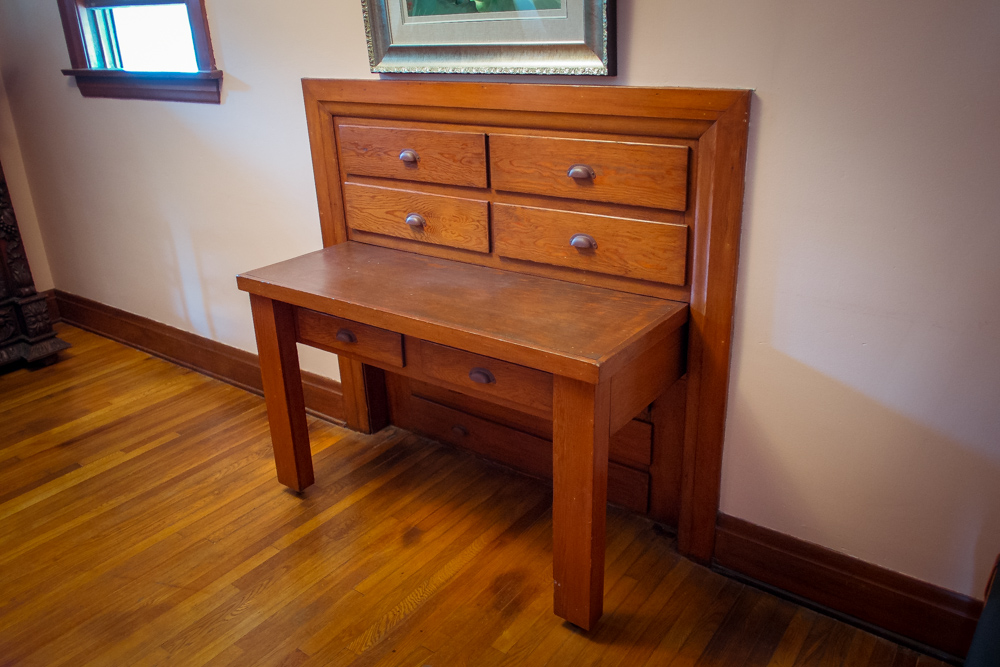 craftsman-home-built-in-table.jpg