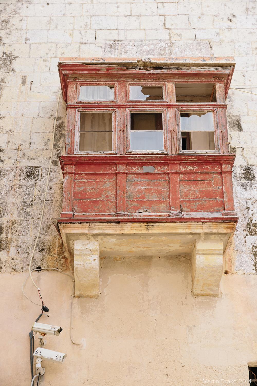 broken-window-mdina-malta-martin-drake-photography