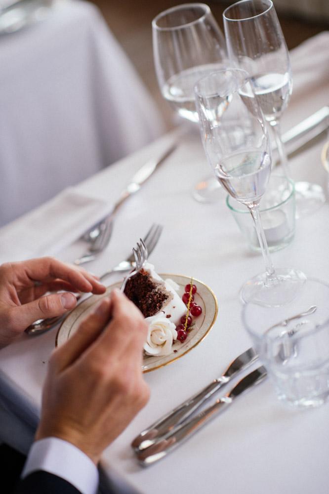slice-wedding-cake.jpg