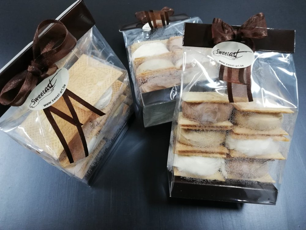 Assortiment koekjes, vanille, mokka en chocolade  € 7,95  .