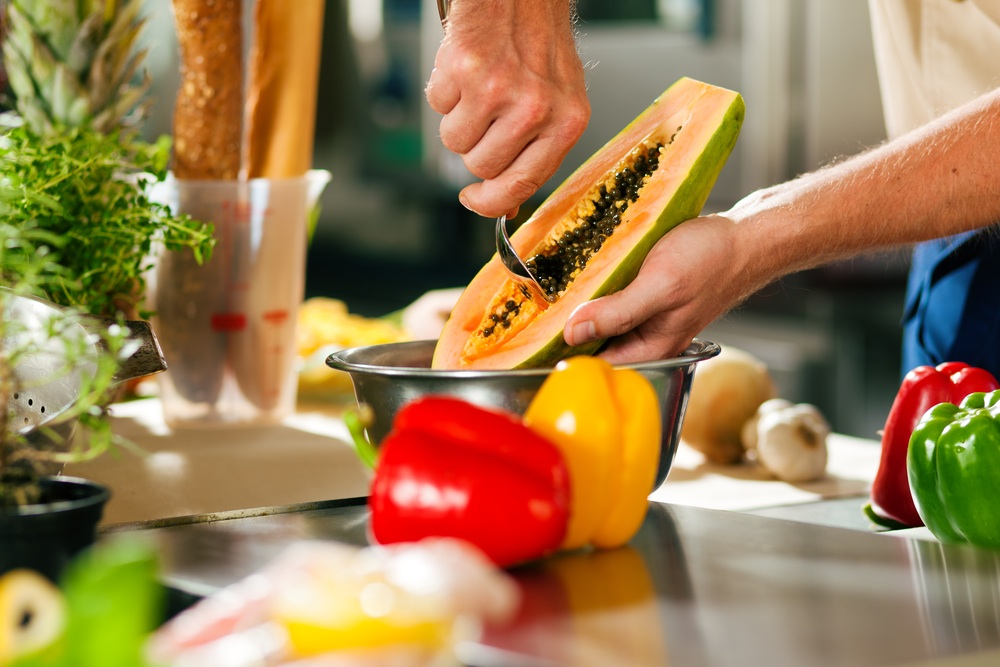 Deseeding Papaya.jpg