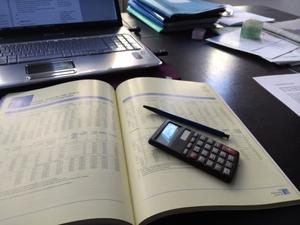 Schreibtisch Buchhaltung.jpg