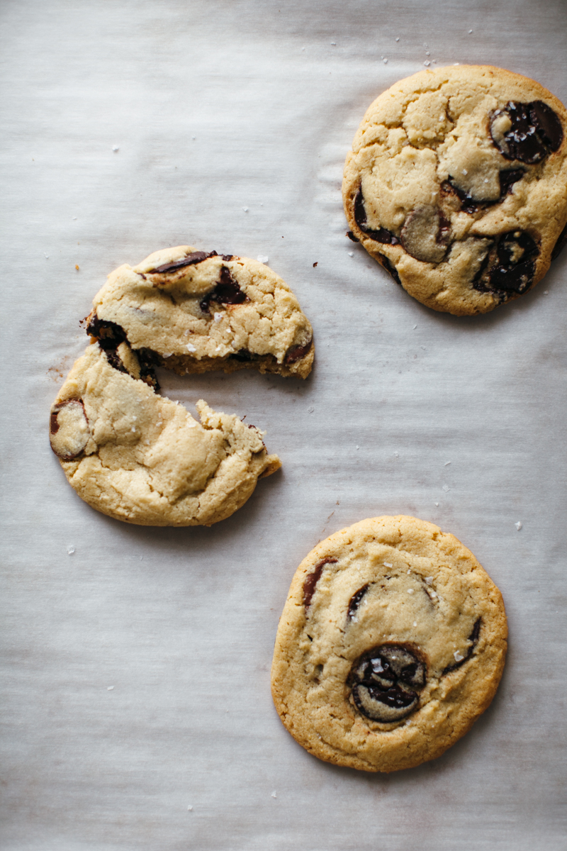 tahini chocolate chip cookies-2.jpg