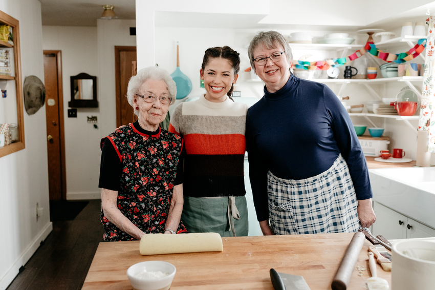 Host Molly Yeh, with her aunts pose.jpeg