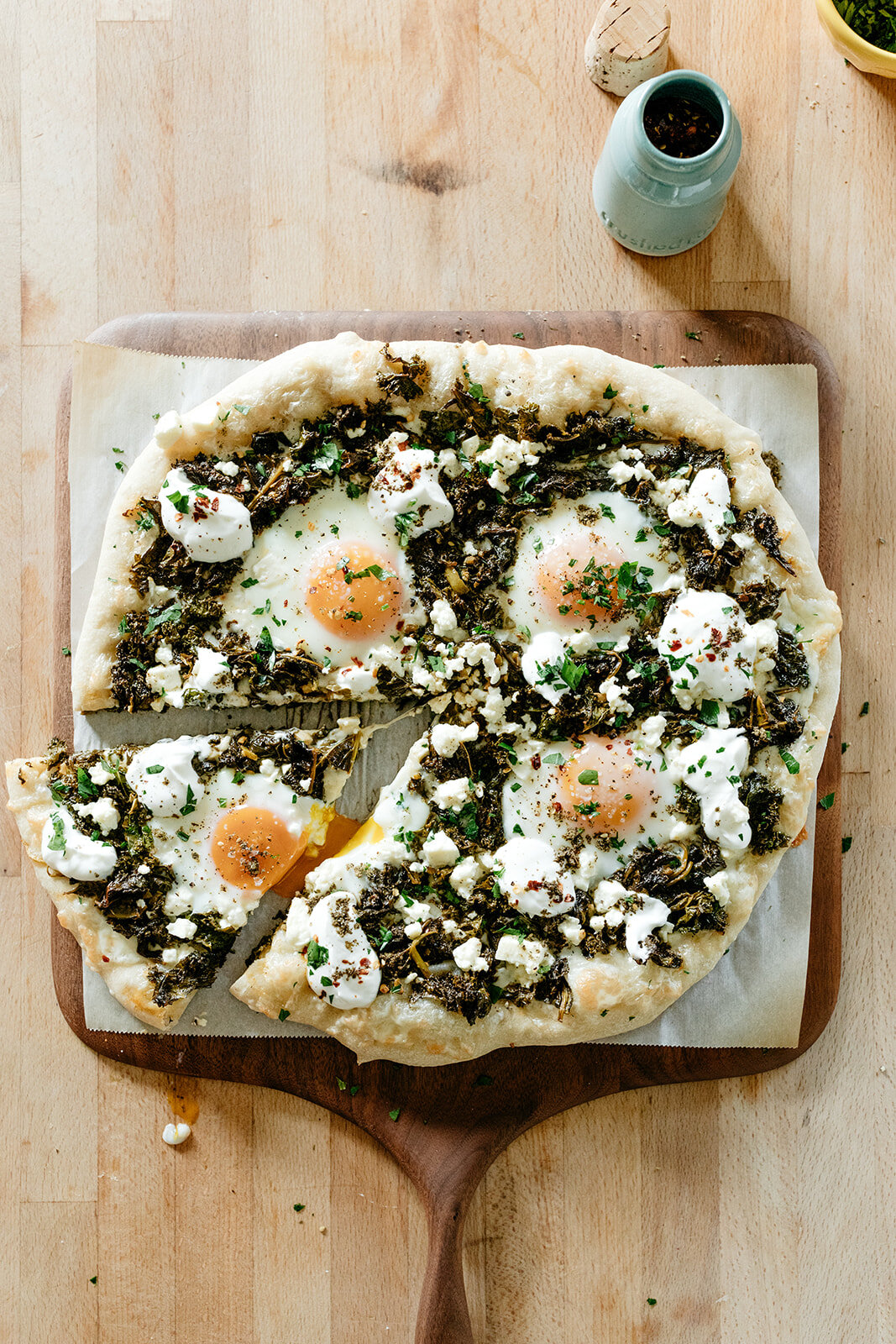 green shakshuka pizza