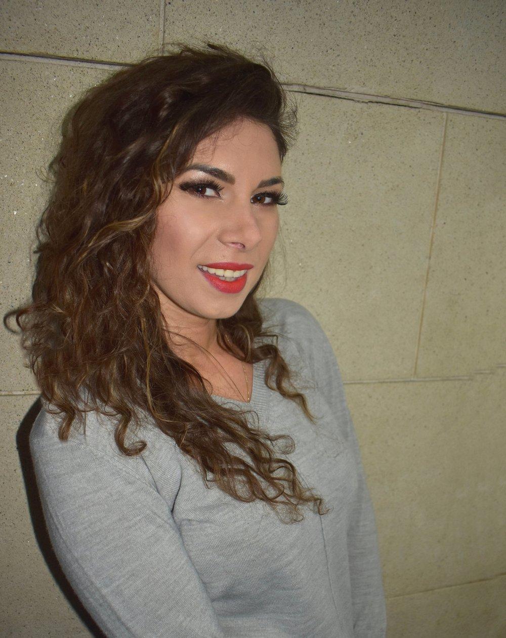 Oana+Profile+.jpg