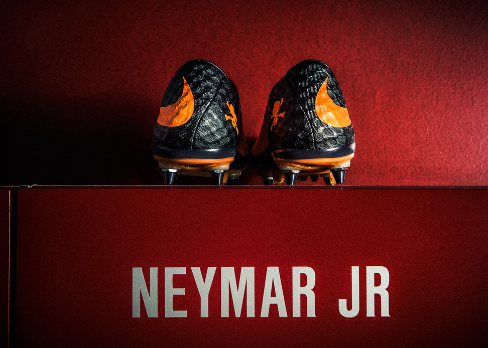 Neymar_lockerroom_detail.jpg
