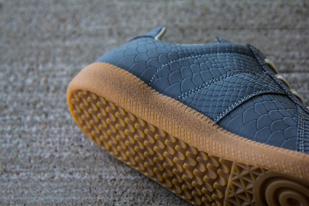 maison-martin-margiela-2013-fall-winter-grey-reflective-replica-sneaker-3.jpg