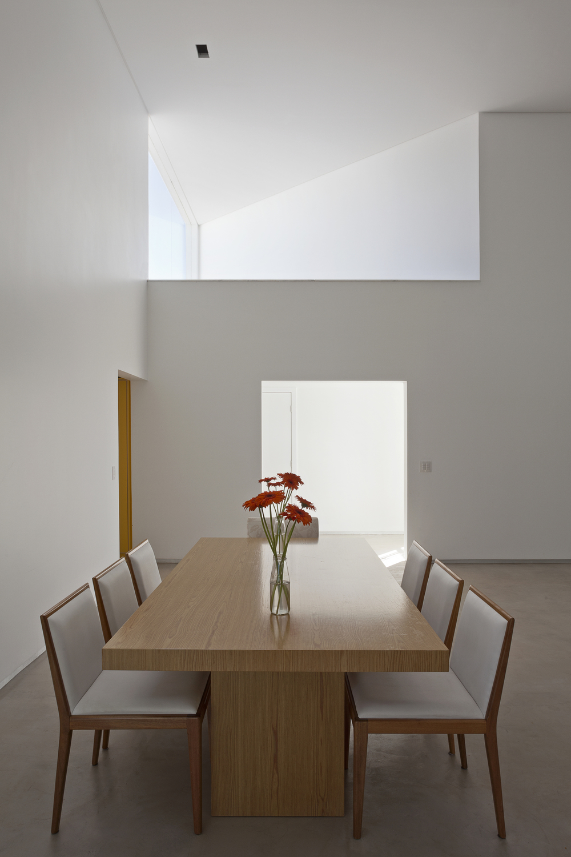 5226a1c0e8e44e03f4000118_migliari-guimar-es-house-domo-arquitetos__mg_1436_foto_haruo_mikami.jpg