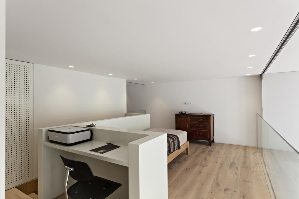 5227efb9e8e44e1a3300001d_central-london-flat-vw-bs_de_vere_gardens_-_michael_franke_mg_0764.jpg