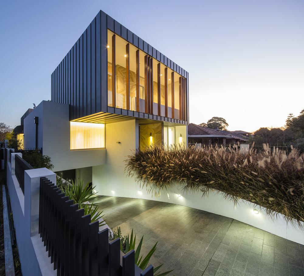 524b751ae8e44ecb17000395_box-house-zouk-architects_portada.jpg