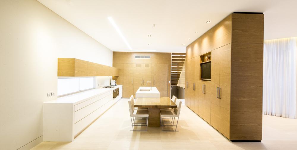 524b74d8e8e44e67bf000370_box-house-zouk-architects_house040913_007.jpg