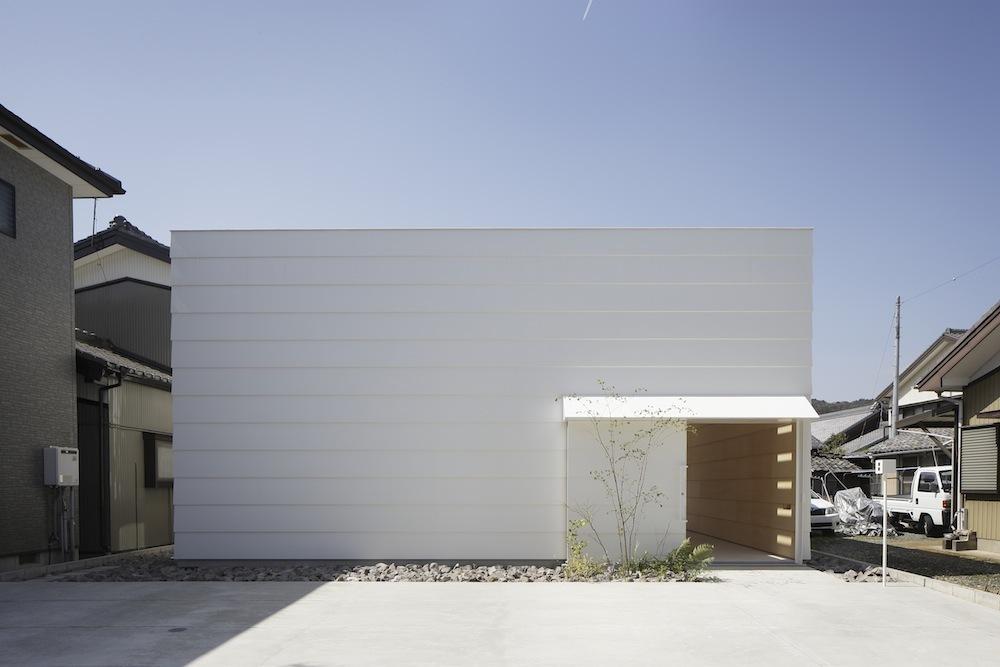 5248527fe8e44ecb1700029c_light-walls-house-ma-style-architects_lightwallshouse_02.jpg