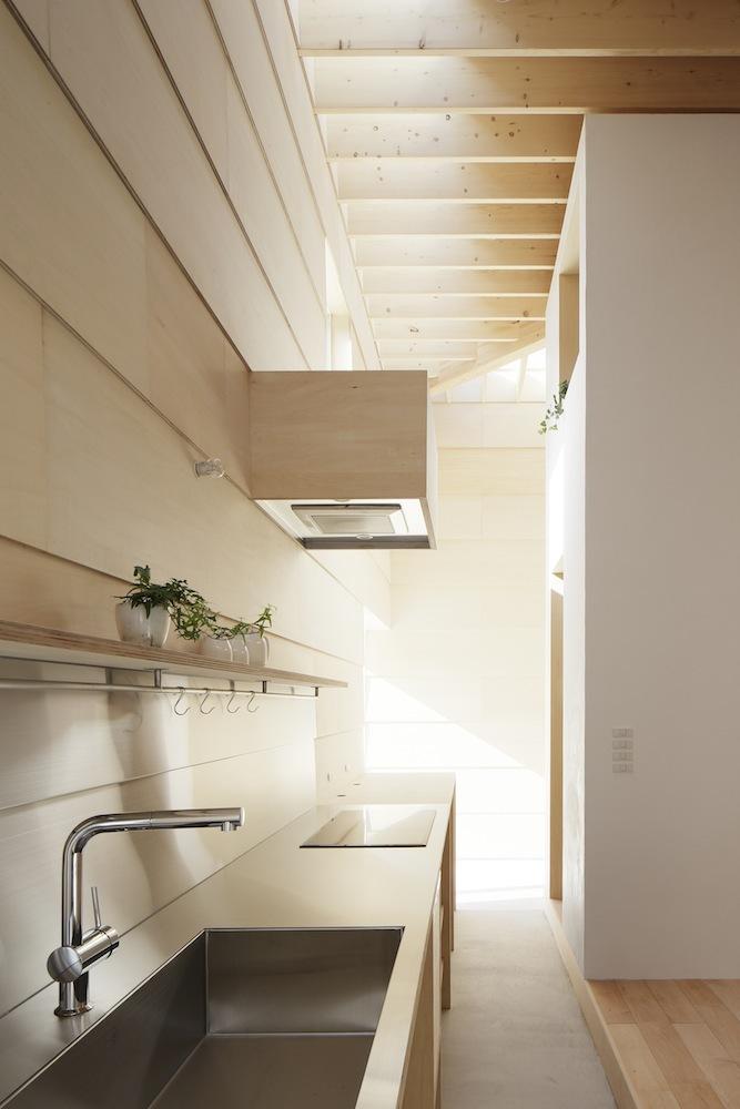 524852fde8e44ecb170002a2_light-walls-house-ma-style-architects_lightwallshouse_18.jpg