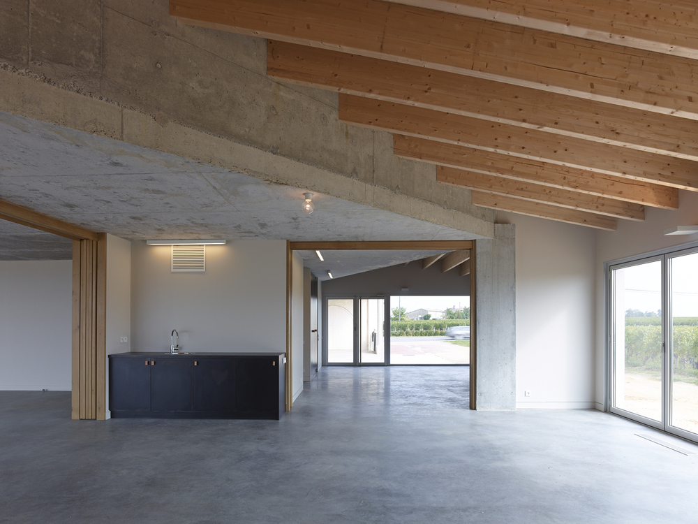 52861e6ce8e44ea3db00000f_clocher-fabre-demarien-architects_07-cf195896-s-chalmeau_non_libre_de_droits.jpg
