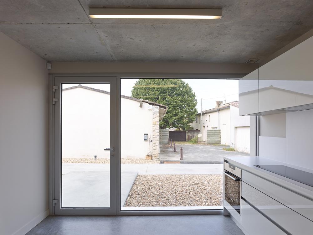 52861f1ce8e44e417a000013_clocher-fabre-demarien-architects_12-cf195833-s-chalmeau_non_libre_de_droits.jpg