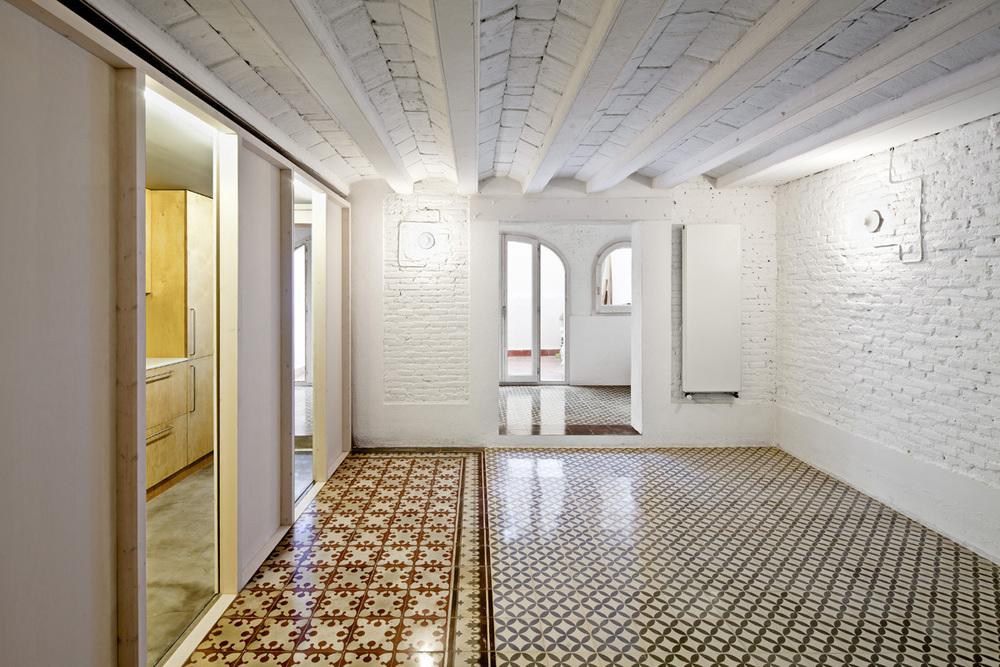 51312b69b3fc4b0d98001168_apartment-restoration-in-barcelona-vora-arquitectura-_1336599265-r-gg-6.jpg