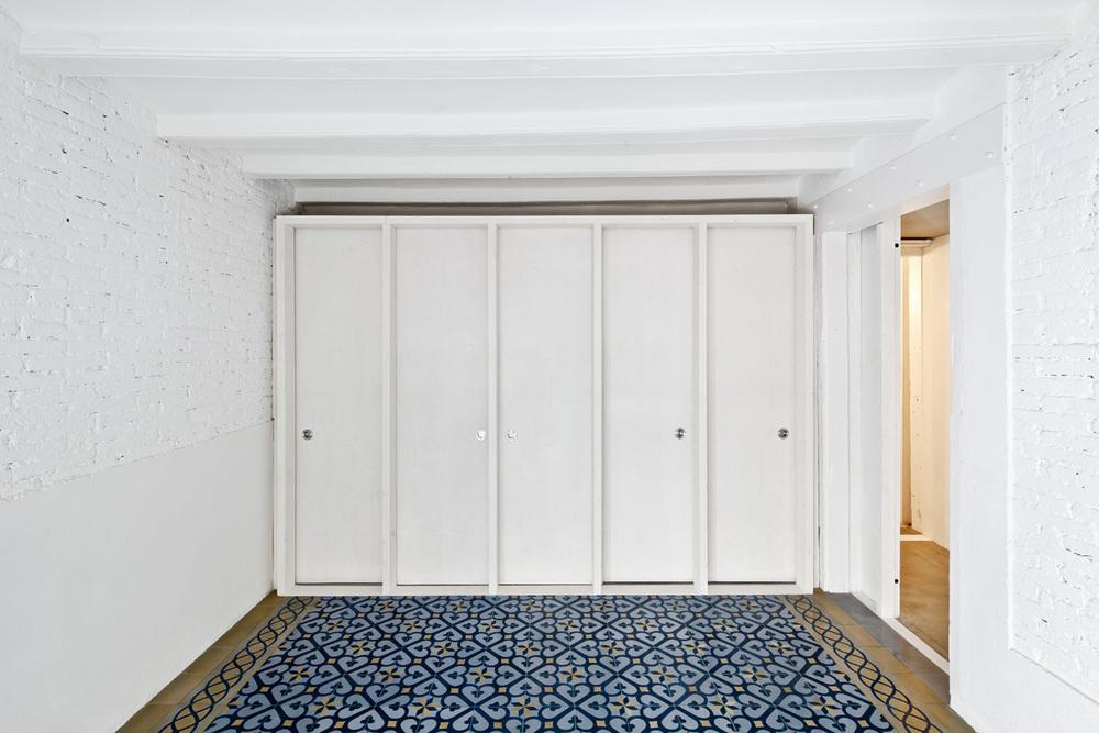 51312b49b3fc4b0d98001164_apartment-restoration-in-barcelona-vora-arquitectura-_1336599259-r-gg-2.jpg